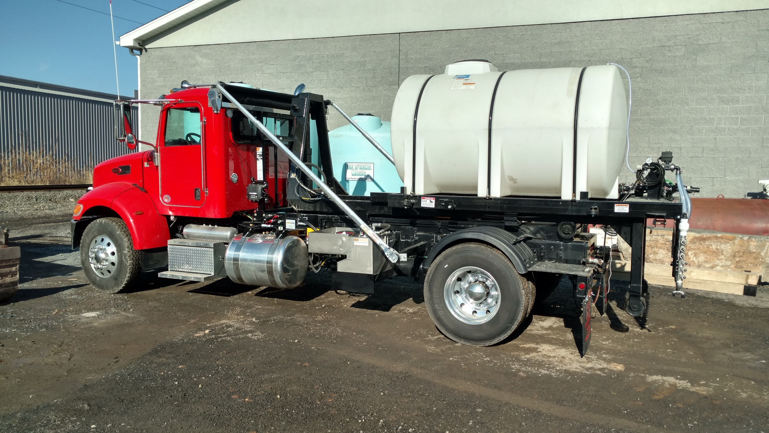 1065 gallon tank brine spraying system