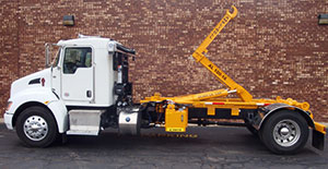 Ampliroll_hooklift_on_worktruck