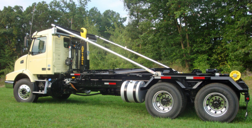 Hydraulic hooklift-equipped truck chassis. - Ampliroll