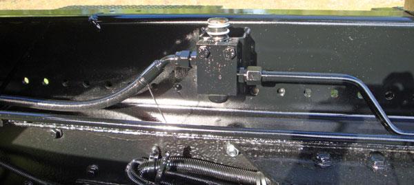 Jib safety valve on an Ampliroll Hooklift