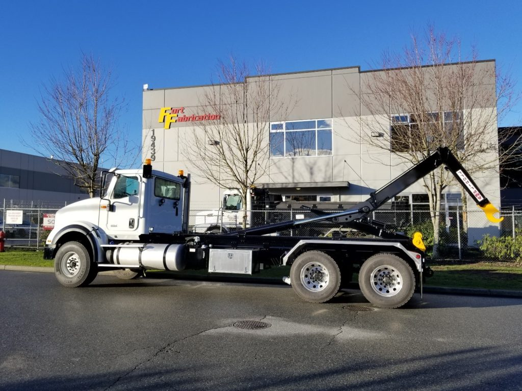 2018 International HX 620 with Ampliroll Hooklift 160-232-22